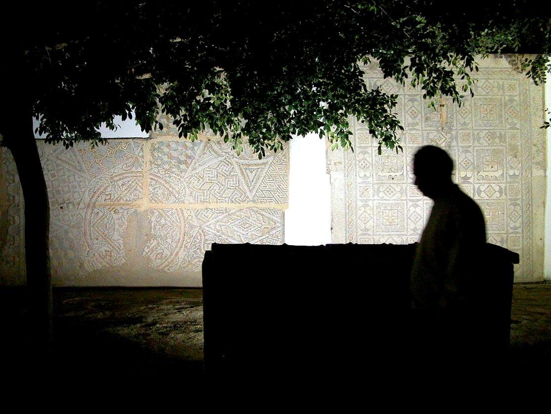Profil d'homme, Tunis, photo de Beshef sur Flickr.