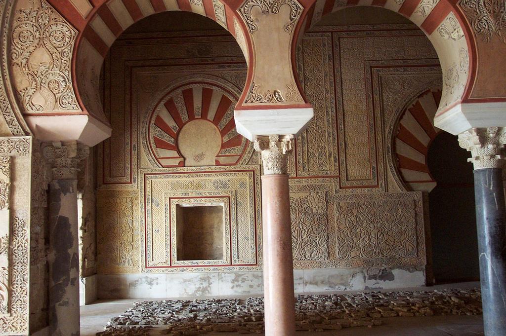 Medina Azahara. La construction de la ville fut ordonnée par le premier calife omeyyade d'al-Andalus, Abd al-Rahman II al Nasir, à partir de 936, à proximité de Cordoue. Photo de Carlos Espejo sous licence CC BY 2.0
